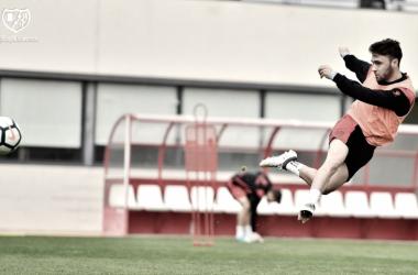 Unai López golpeando un balón | Fotografía: Rayo Vallecano S.A.D.