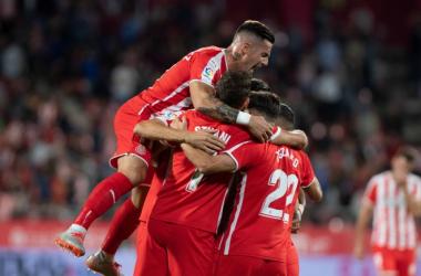 """""""Piña"""" de los jugadores del Girona celebrando el segundo gol<br>Foto del Girona FC"""