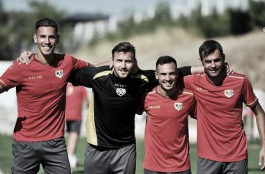 Álex Alegría, Dimitrievski, Álvaro García y Dorado posando tras haber ganado la competición | Fotografía: Rayo Vallecano S.A.D.
