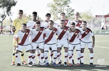 Formación del Juvenil A antes de un partido | Fotografía: Rayo Vallecano S.A.D.