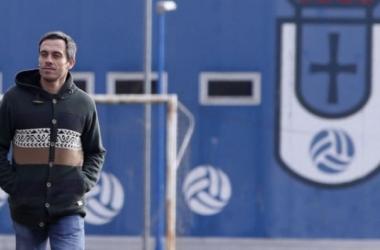 Carmelo del Pozo pasea por las Instalacions del Requexón | FOTO: Real Oviedo