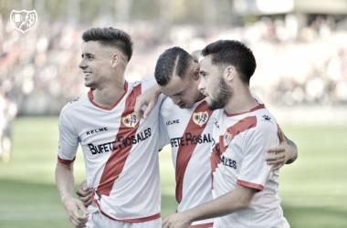 Álex Moreno, Raúl de Tomás y Unai López celebrando un gol | Fotografía: Rayo Vallecano S.A.D.