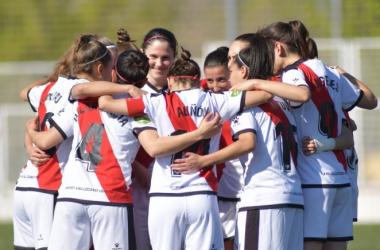Jugadoras del Rayo Femenino haciendo piña | Fotografía: Rayo Vallecano S.A.D.