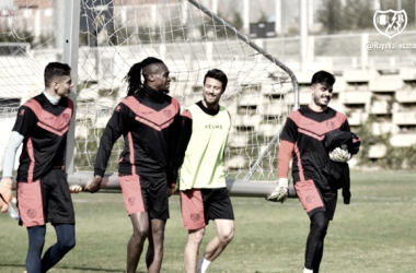 Jugadores del Rayo Vallecano durante la sesión de entrenamiento | Fotografía: Rayo Vallecano S.A.D.