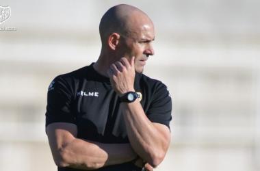 Paco Jémez durante el entrenamiento | Fotografía: Rayo Vallecano S.A.D.