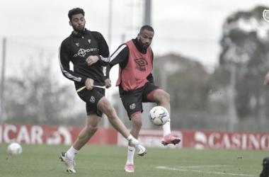 Los jugadores entrenando para hacer frente al Oviedo | Foto: Rayo Vallecano S.A.D.