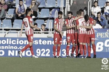 Los jugadores rojiblancos celebrando un gol de Álvaro Giménez. Fuente: La Liga