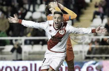 Álex Moreno celebrando su gol contra el Valencia | Fotografía: Rayo Vallecano S.A.D.