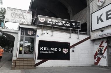 Tienda del Rayo al lado del estadio | Fotografía: Rayo Vallecano
