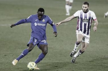 Djene y Weissman en el partido de ida. Fuente: Real Valladolid