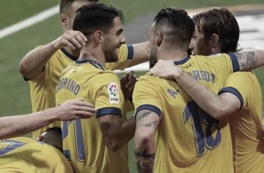 Juan Cala, Rubén Sobrino, Álvaro Negredo y Álex Fernández celebrando el gol frente a la SD Eibar.<div>Foto: Cádiz CF</div>