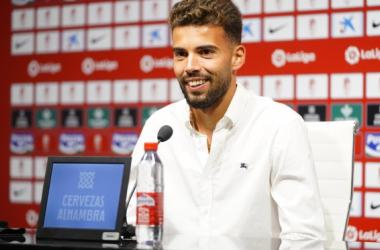 Luis Maximiano durante su presentación. Foto: Pepe Villoslada / Granada CF.
