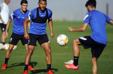 Soro y Luis Suárez en el entrenamiento de este jueves | Foto: Pepe Villoslada/ Granada CF