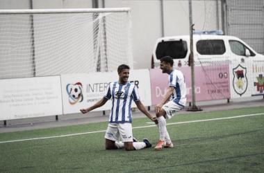 Villapalos celebra el gol de la victoria.Foto: ATLÉTICO BALEARES