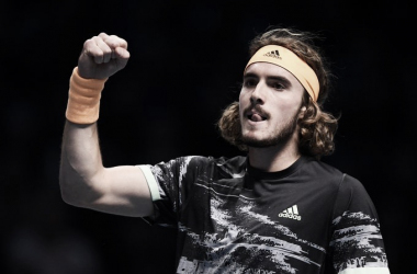 Tsitsipas joga muito, vence 'duelo de gerações' contra Federer e avança à decisão do ATP Finals