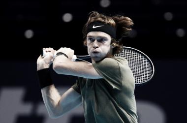 Rublev vence Thiem e conquista primeira vitória no ATP Finals na carreira