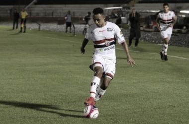 """<p class=""""MsoNormal""""><span style=""""background:white"""">Pantera e Leão medem forças na estreia da Série B. (</span>Foto: &nbsp;Rogério Moroti/Agência Botafogo)<o:p></o:p></p>"""