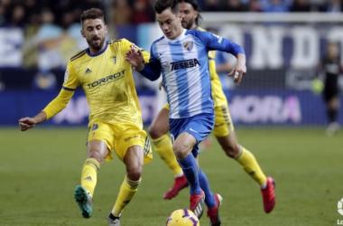 Jose Mari intenta arrebatar un balón a Juampi<div>Fotografía: Cádiz CF</div>