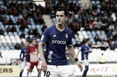 Miguel Linares vistiendo la camiseta del próximo rival del Real Zaragoza.