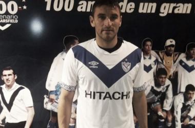 Bergessio en su presentación en el club l Fuente Veléz Sarsfield Oficial