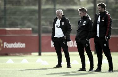 José Mourinho durante un entrenamiento. | Imagen: Manchester United