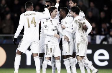 Los jugadores blancos se felicitan por un gol / Foto vía Instagram @casemiro