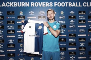 Trybull e Douglas: Blackburn apresenta dupla de reforços para a Championship