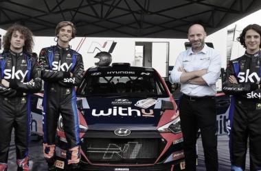 Marini junto a Bezzecchi y Vietti en Erbezzo probando el Hyundai R5&nbsp;<div>VIA IG: @skyracingteamvr46</div>