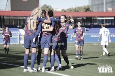 Las jugadoras azulgranas celebrando un tanto ante el Deportivo. | Foto: Noelia Déniz