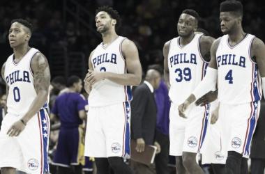 Canaan, Okafor, Grant y Noel durante un partido frente a los Lakers. (Fuente:medcitynews.com)