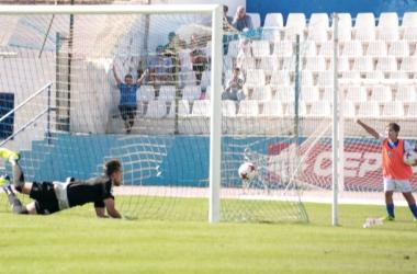 Momento del gol de Espinosa (Foto: UD Melilla)