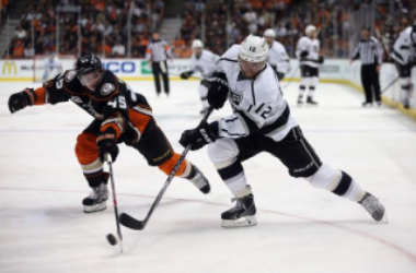 Marian Gaborik (12 white) is leading the charge as the Kings head in to the second intermission with a 5-0 lead.