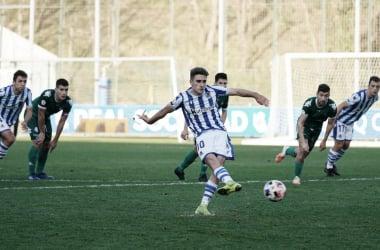 Robert Navarro en el lanzamiento de un penalti. Fuente: Real Sociedad