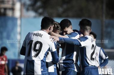 Los jugadores del RCD Espanyol B celebrando un gol. FOTO: Noelia Déniz