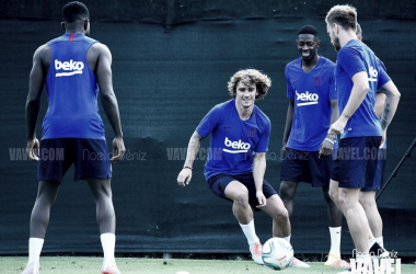Algunos jugadores del Fútbol Club Barcelona ejercitándose en la Ciutat Esportiva Joan Gamper durante la primera sesión de entrenamiento de la pretemporada | Foto de Noelia Déniz, VAVEL