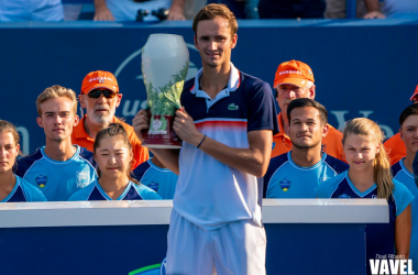 Medvedev poses with the 2019 edition of the Western and Southern Open (Image source: Noel Alberto/VAVEL USA)
