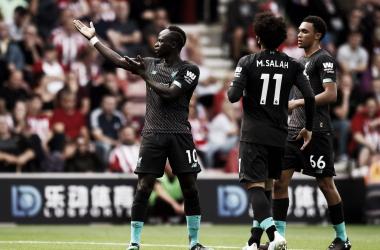 Adrián falha feio, mas Liverpool bate Southampton fora de casa
