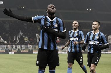 Romelu Lukaku celebrando su doblete ante Cagliari por la Copa Italia | Fotografía: Internazionale