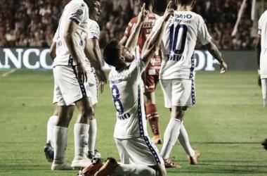 Postal de la última vez. Ángel González festejando su gol en el último antecedente ante el Tatengue. Foto: Los Andes.