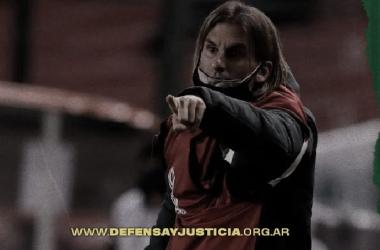 Sebastian Beccacece dando indicaciones foto: prensa Defensa y Justicia