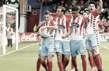 Seoane celebrando un gol con el balón   Foto: LaLiga