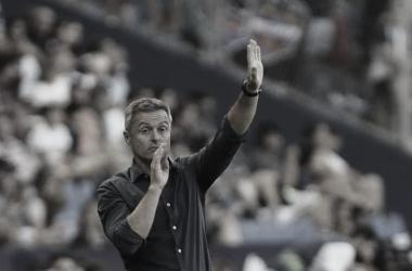 Fran Escribá dirigiendo un partido   Fuente: La Liga