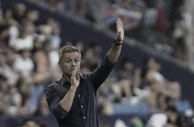 Fran Escribá dirigiendo un partido | Fuente: La Liga