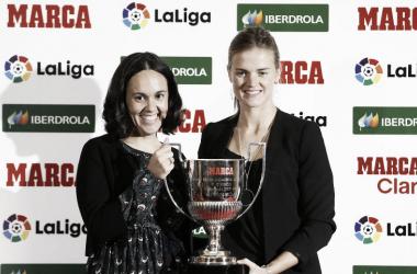 Irene Paredes junto a su galardón en los Premios Marca femeninos / Foto: La Liga