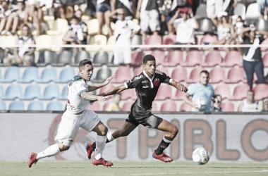 Análise: Vasco apresenta futebol consistente com time alternativo, mas peca nas finalizações