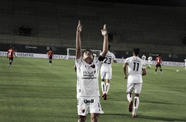"""Luis """"El Pulga"""" Rodríguez tras abrir el marcador del partido favorable a Colón de Santa Fe vs Independiente por las semifinales de la Copa Liga Profesional 2021"""