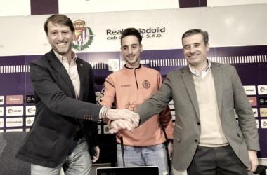 Calero junto a Carlos Suárez y Miguel Ángel Gómez | Foto: Real Valladolid
