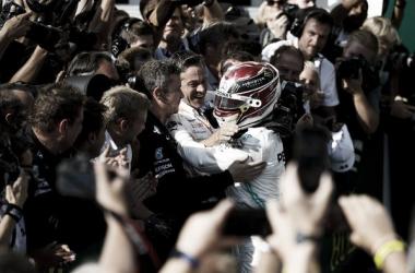 Hamilton supera Verstappen nas últimas voltas e vence GP da Hungria