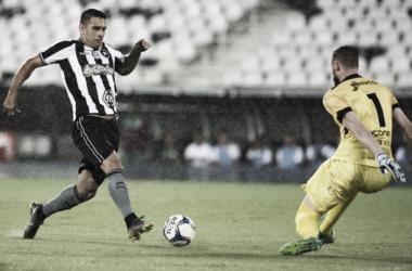 """Diego Souza marca primeiro gol pelo Botafogo e sonha com classificação: """"Não é impossível"""""""