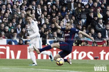 Jordi Alba y Luka Modrić en una disputa de balón | Foto de Daniel Nieto, VAVEL